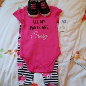 Infant's onesie set
